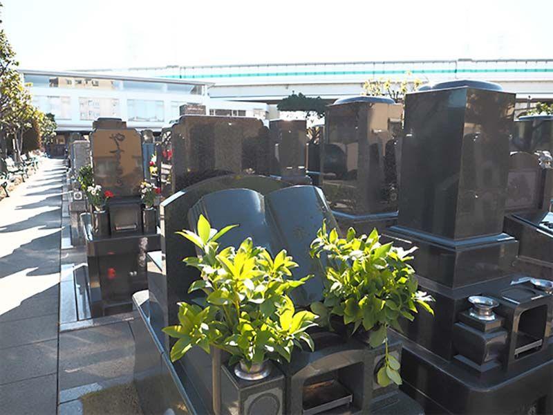 セントソフィアガーデン川崎 様々なタイプの墓石が混在