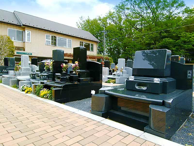 メモリアルガーデン東久留米 和型・洋型の墓石が混在