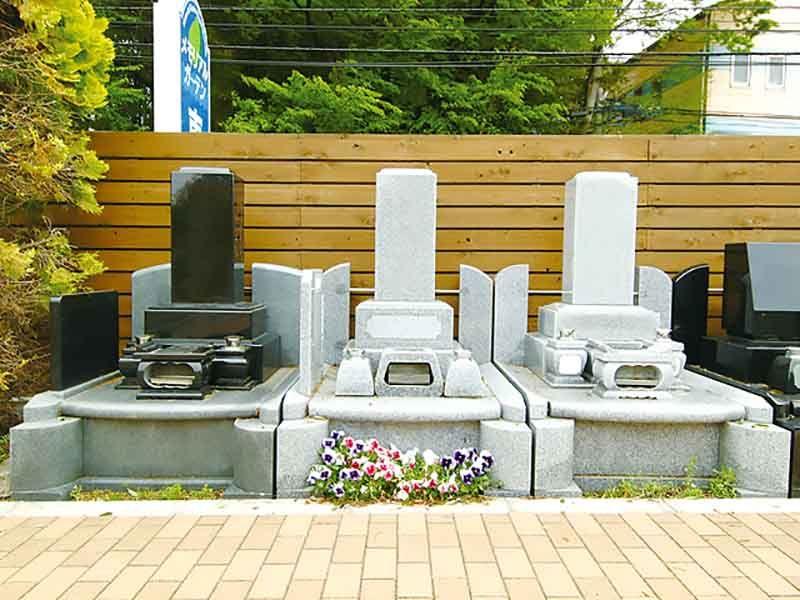 メモリアルガーデン東久留米 墓石に添えられた花