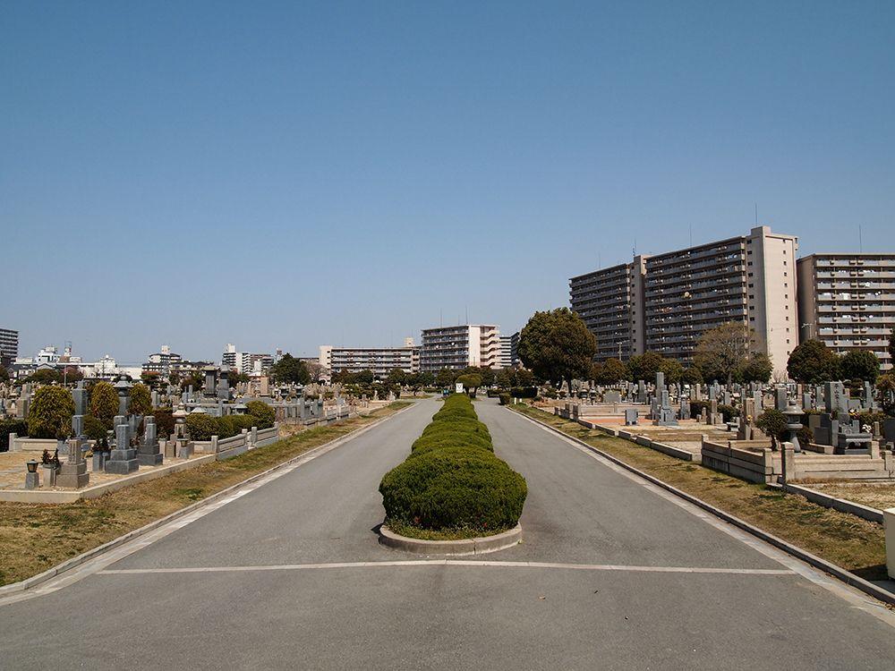 瓜破霊園 平坦で歩きやすい墓域