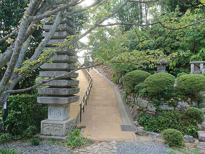 西寿寺霊園の入口