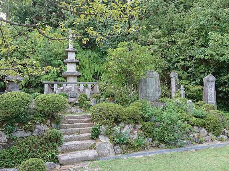 西寿寺霊園中の雰囲気