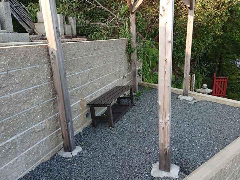 西寿寺霊園ベンチ