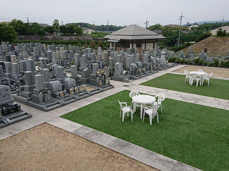 山田川霊園の休憩スペース
