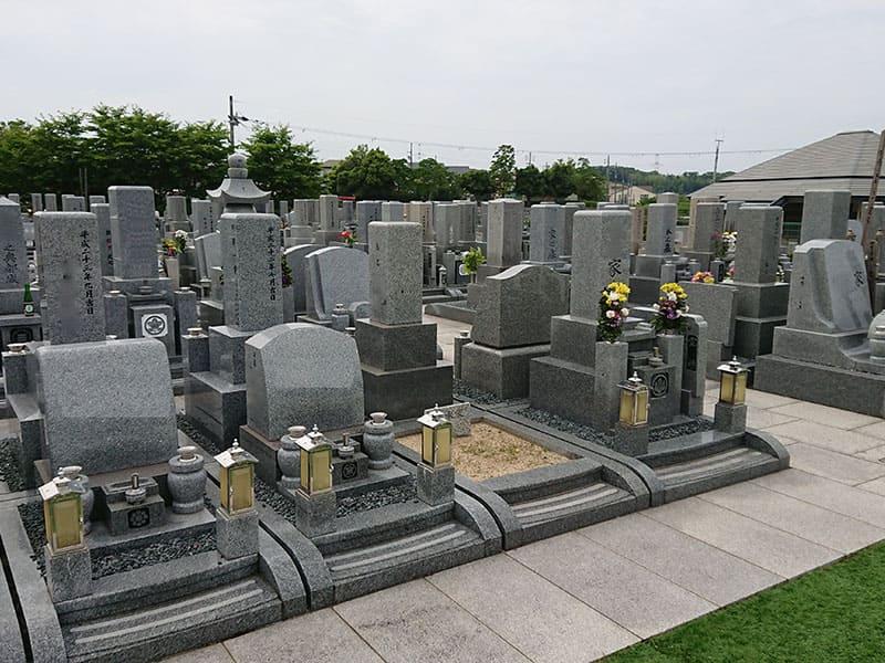 山田川霊園の墓石