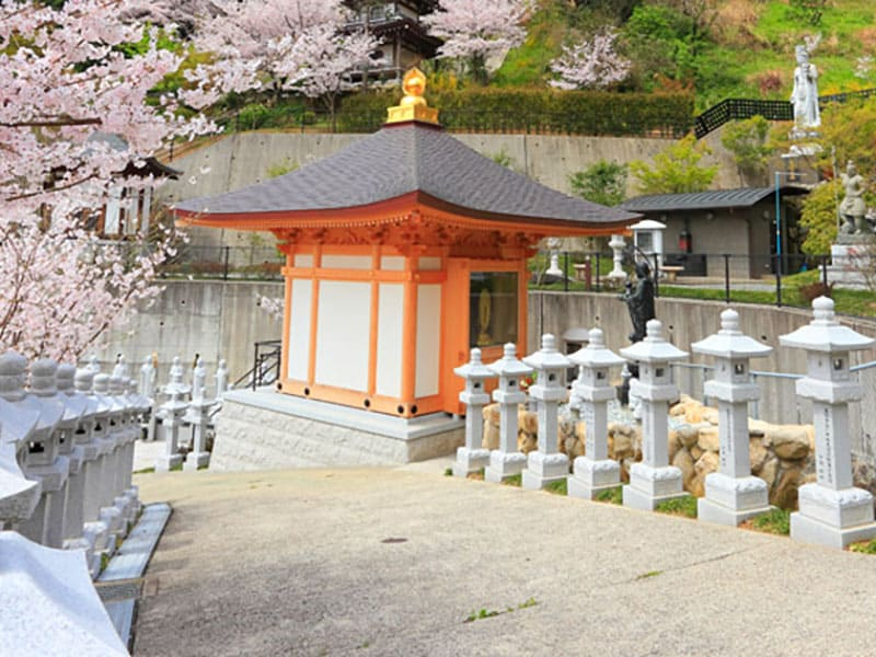 福岡徳純院の寺院境内