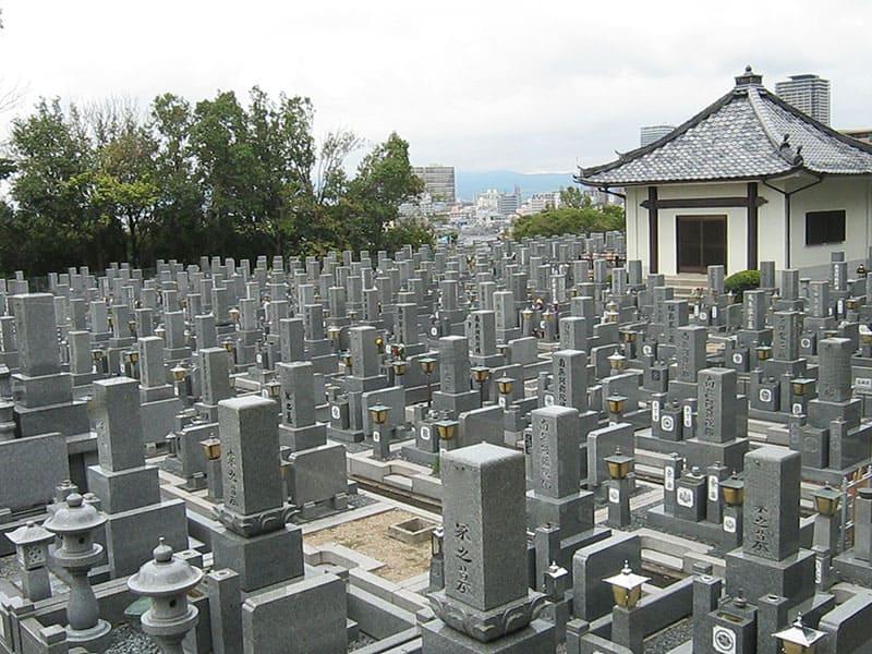 本厳寺霊苑の全体風景