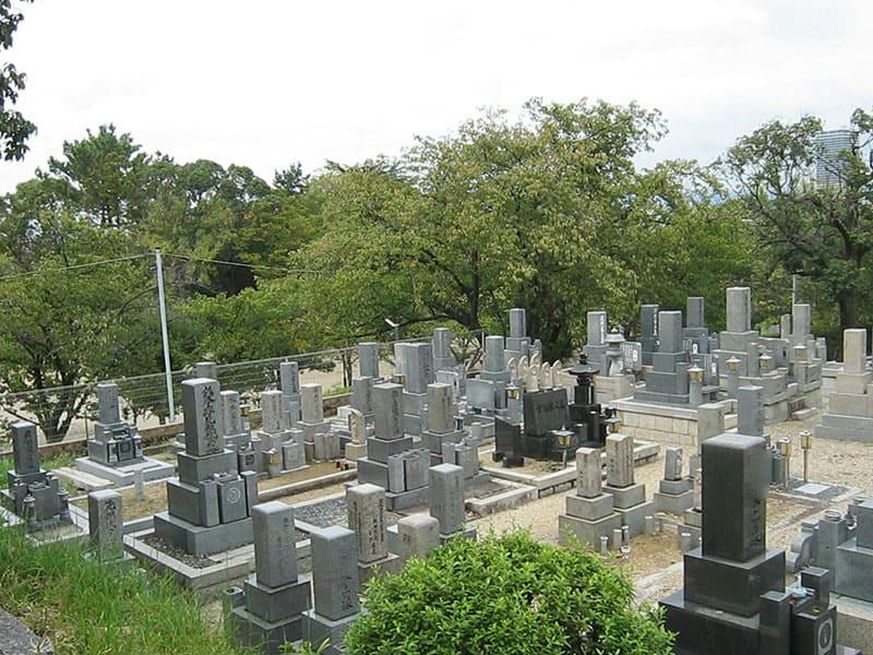 本厳寺霊苑の墓域