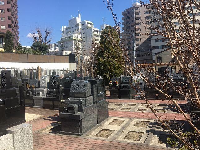 恵光メモリアル新宿浄苑 植栽が美しい敷地内