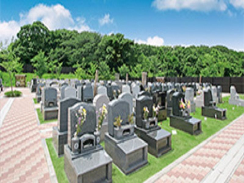 花見川犢橋霊園 花が添えられた墓石