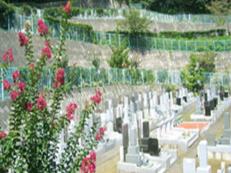町田聖地霊苑 日当たりの良いひな壇型の霊園風景