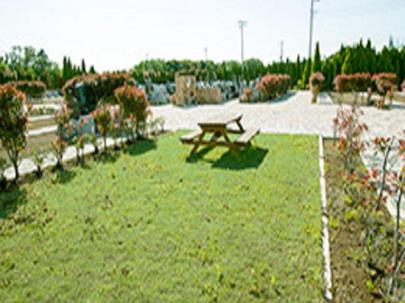 市原うぐいす公苑の園内ベンチ・休憩所