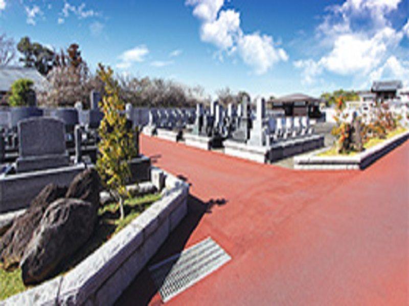 光輪霊園 広い平坦な参道