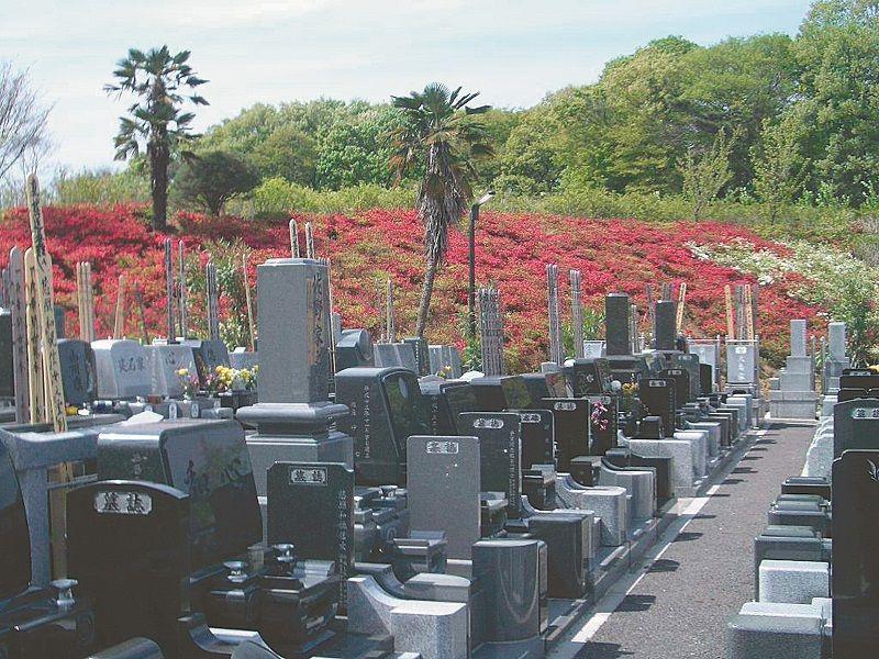浦和東霊園 和型・洋型の墓石が建立
