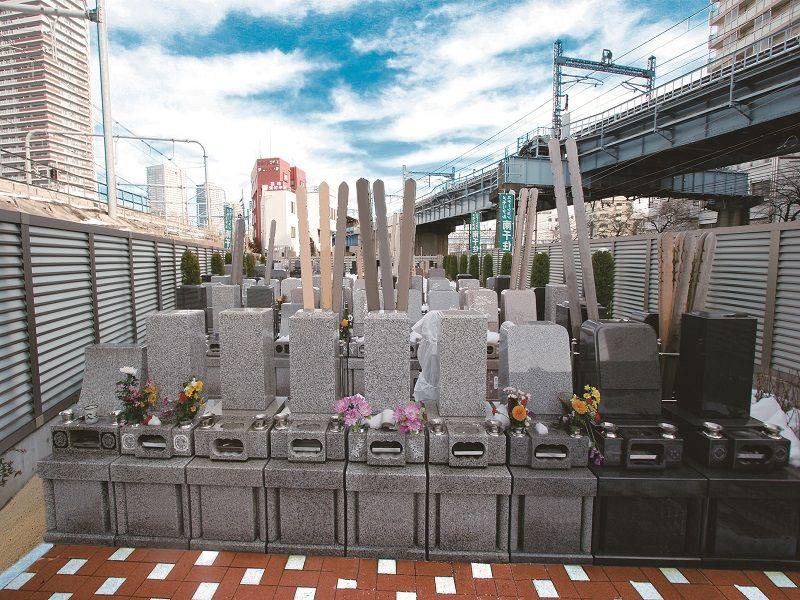 メモリアルステーション南千住 様々な墓石が混在
