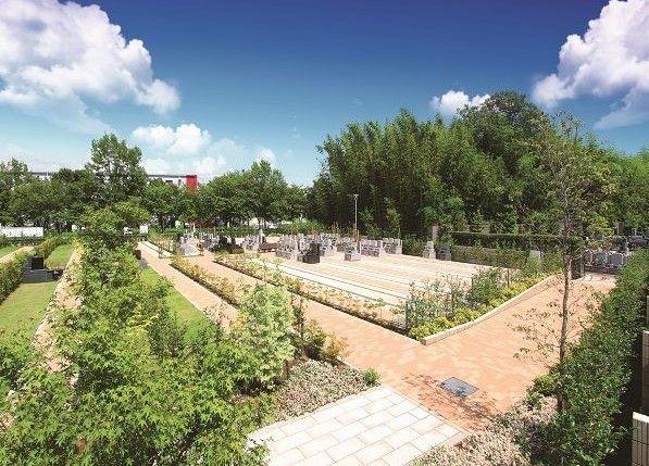 豊かな自然と青空に包まれた加須はなさき浄苑
