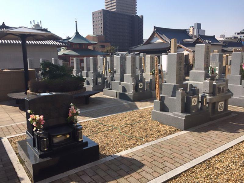 本政寺墓地