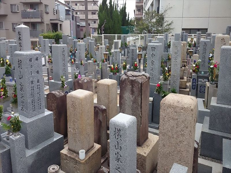 遠里小野霊園 和型墓石