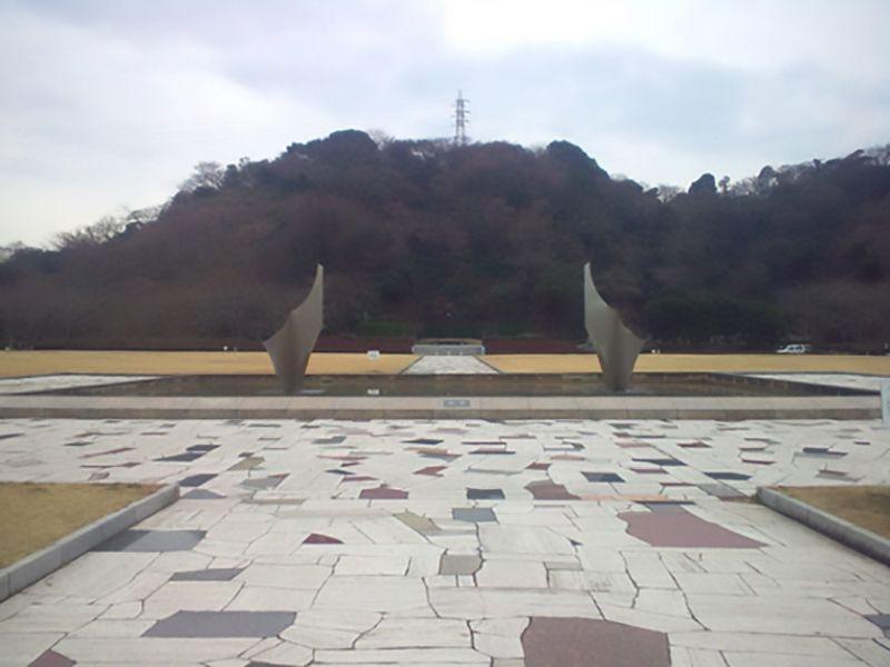 横須賀市営公園墓地 敷地内のモニュメント