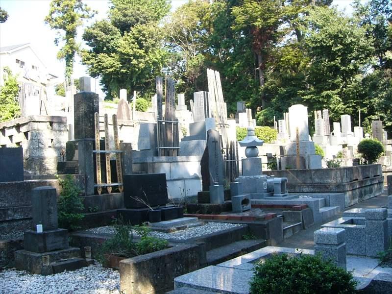 藤沢市営 西富墓地 様々な種類の墓石