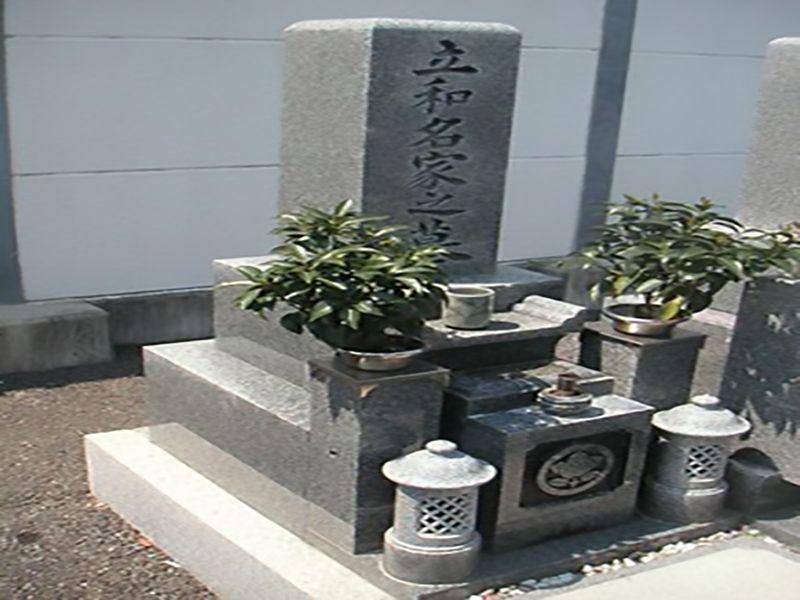 高石市営 浜墓地 手入れが行き届いている墓地