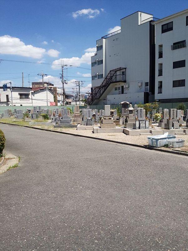 東大阪市営 楠根墓地 住宅街にある墓地