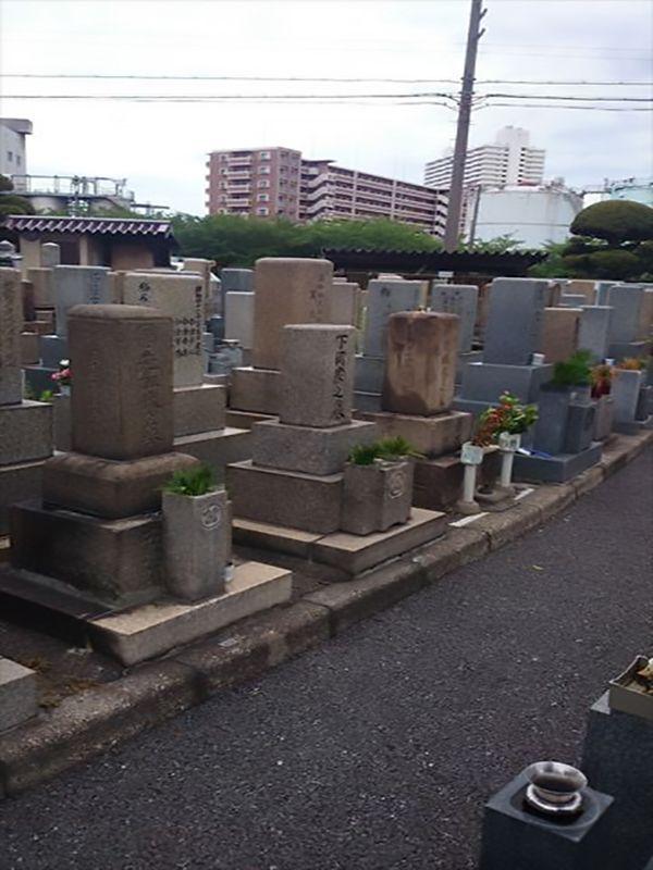 中浜霊園 様々な墓石が混在する霊園