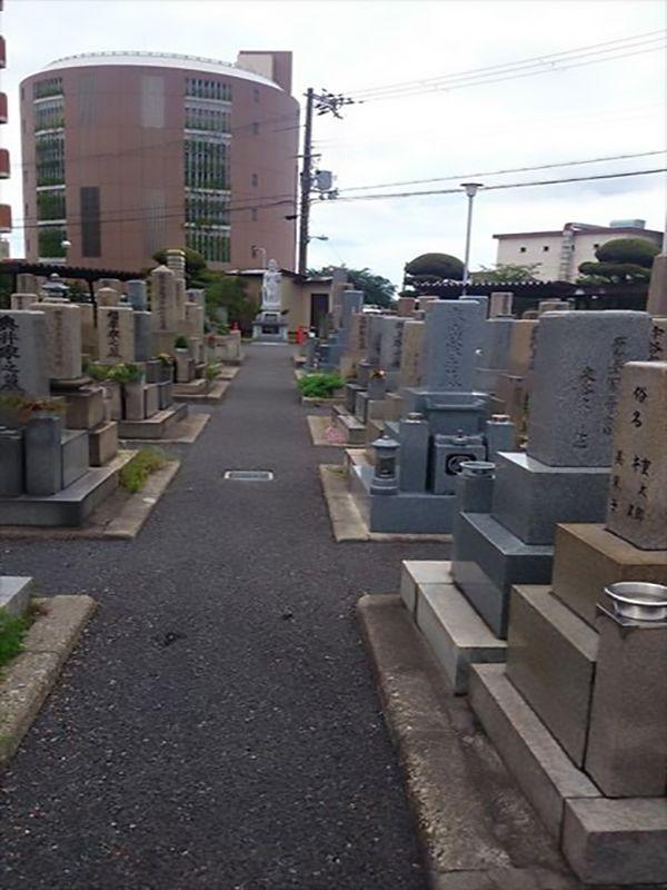 中浜霊園 広々とした墓域
