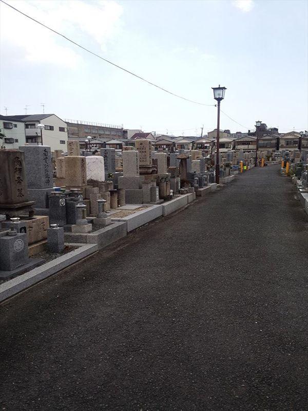 岩田墓地 広い参道