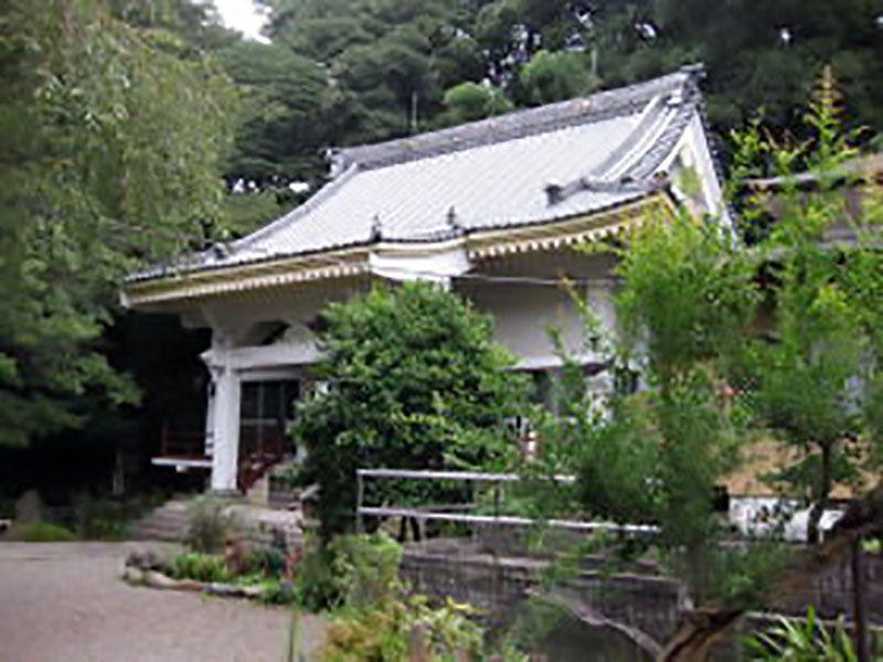 心岩寺 明るい雰囲気の本堂