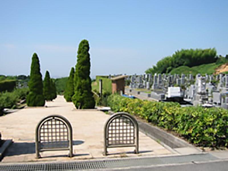 貝塚市公園墓地 広い参道