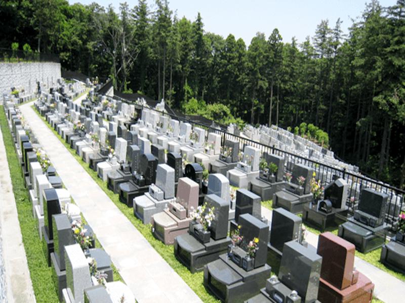横浜市営 三ツ沢墓地 自然の中にある墓域