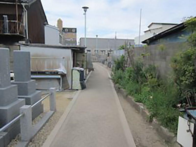 大阪市設 住吉霊園 広々とした参道