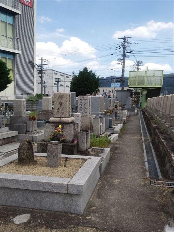善根寺町墓地