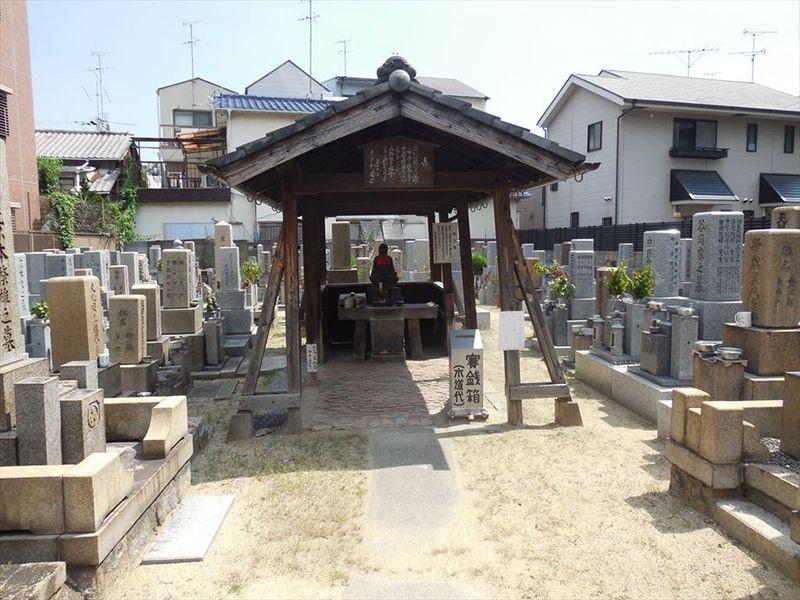 塚本共同墓地